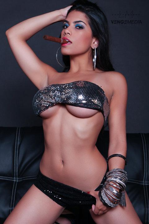 http://photos.modelmayhem.com/photos/120701/20/4ff111eacf063.jpg
