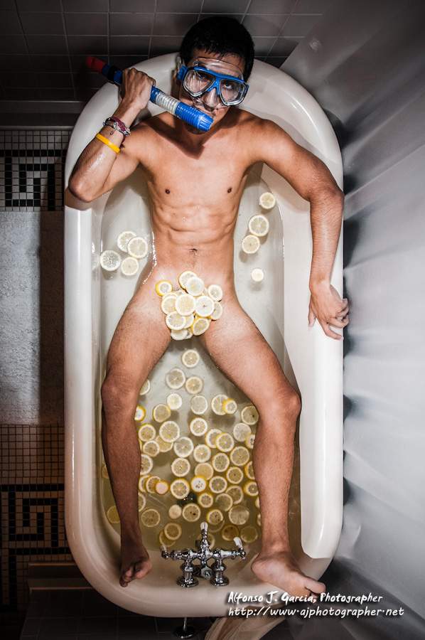 Nashville, TN Jul 02, 2012 (c) Alfonso J. Garcia Taking a lemon bath with my snorkel