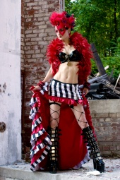 http://photos.modelmayhem.com/photos/120704/20/4ff50e85a4d34_m.jpg