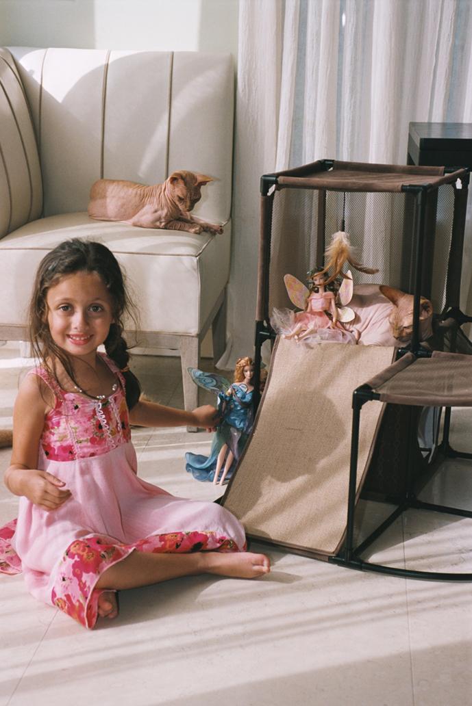 http://photos.modelmayhem.com/photos/120705/07/4ff5ab67b0fb7.jpg