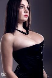 http://photos.modelmayhem.com/photos/120707/08/4ff854d014fae_m.jpg
