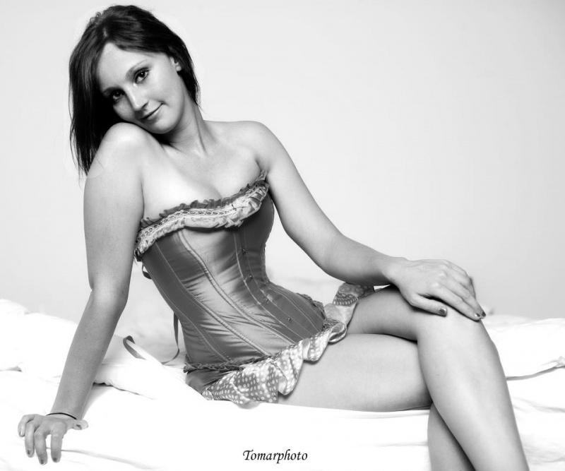 Female model photo shoot of Alicia Lynn 422