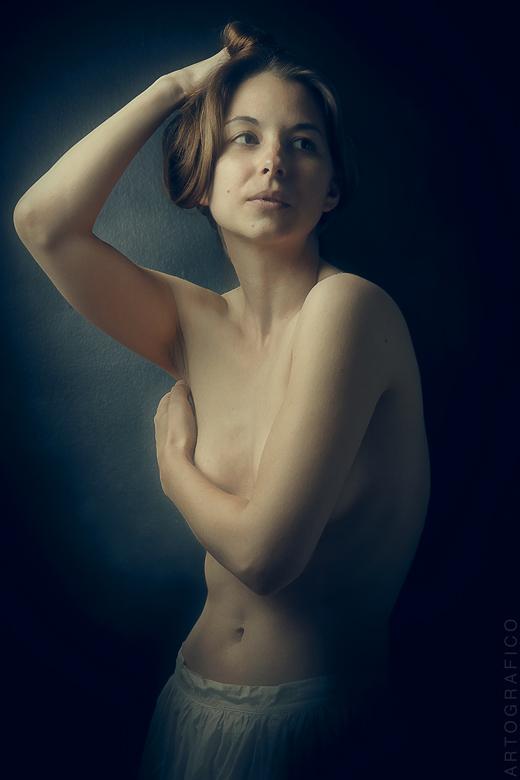 http://photos.modelmayhem.com/photos/120718/12/500712c01999c.jpg