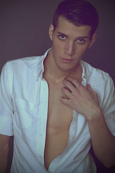 Male model photo shoot of Bradlee Aylward