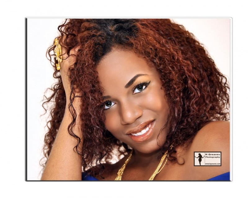Female model photo shoot of Donna Dee by H Greaves Photography