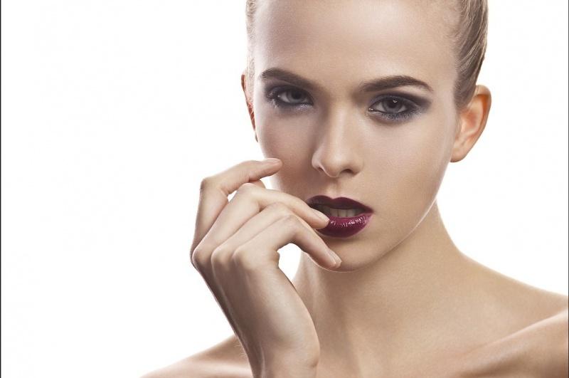 http://photos.modelmayhem.com/photos/120726/09/501170229af7e.jpg