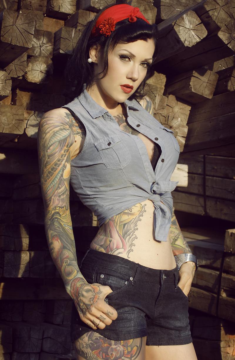 Female model photo shoot of vero tattoomania in montréal