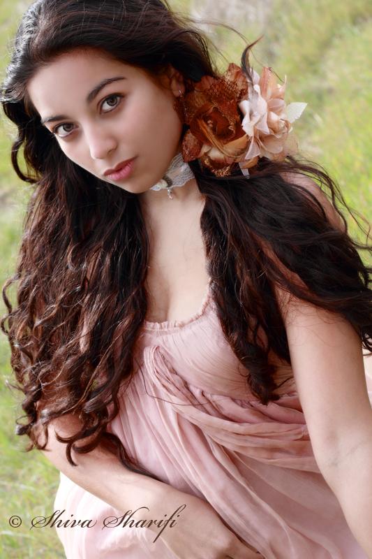 http://photos.modelmayhem.com/photos/120802/00/501a319e3b24e.jpg