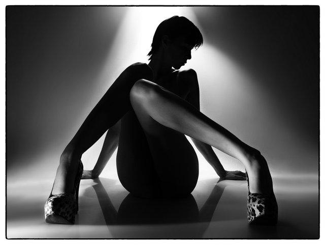 http://photos.modelmayhem.com/photos/120806/21/502097c9c16fd.jpg