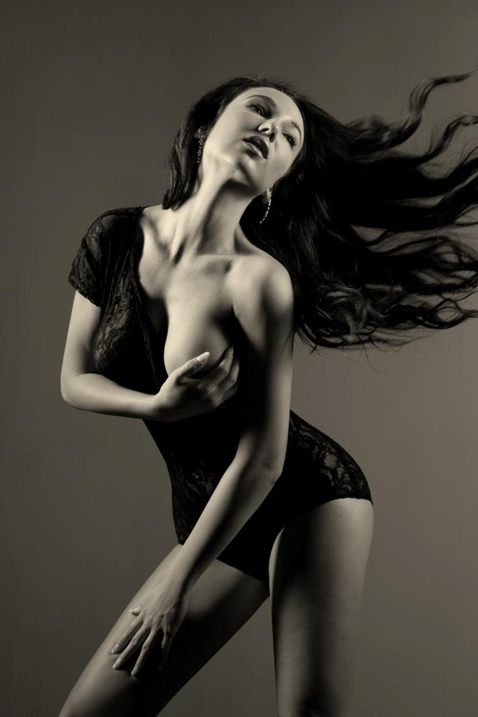 Female model photo shoot of Linda Gazak by Lewis Lam Photography in Hong Kong