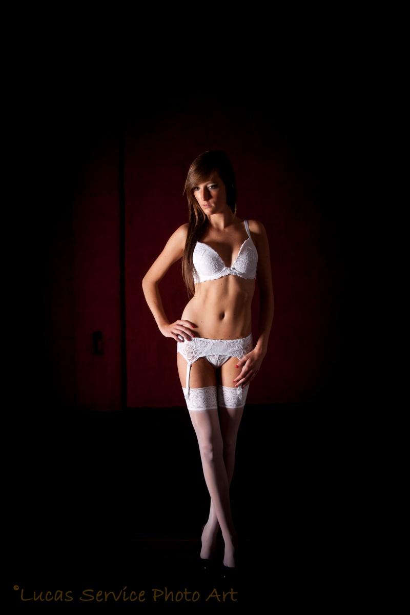 Female model photo shoot of Modeldh
