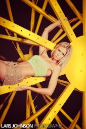 http://photos.modelmayhem.com/photos/120813/15/5029802c66649_m.jpg