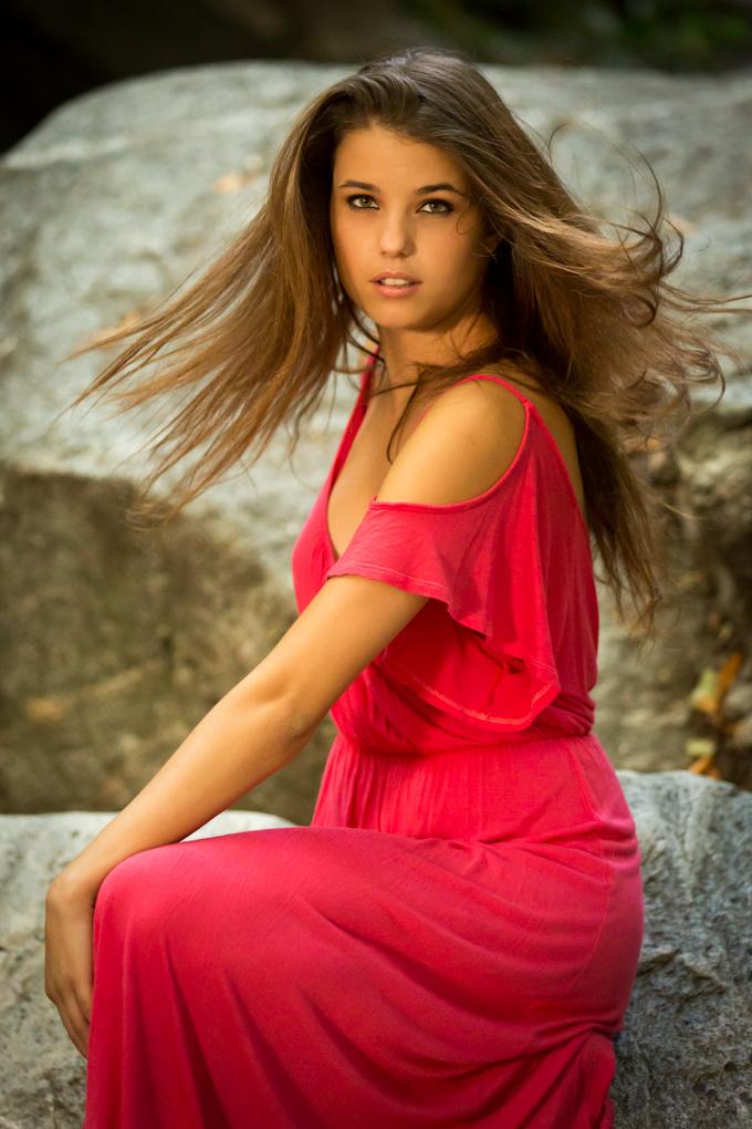 http://photos.modelmayhem.com/photos/120814/18/502affa63fe24.jpg