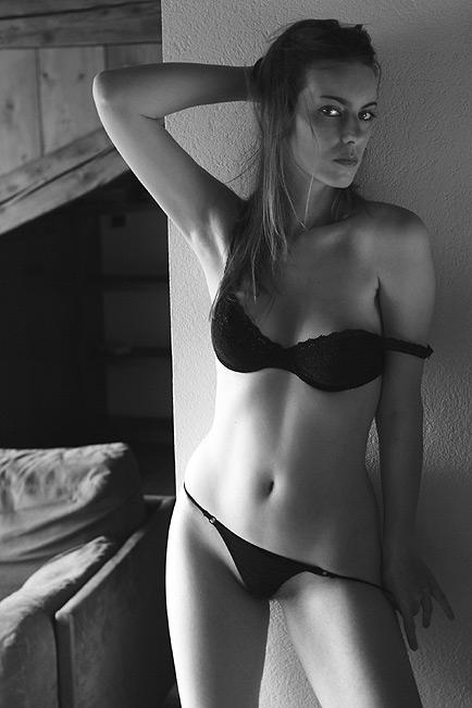 Female model photo shoot of Annemary