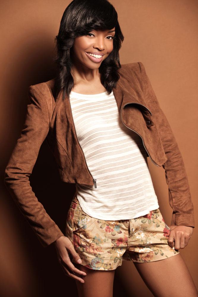 Female model photo shoot of Melanie Jones Beauty