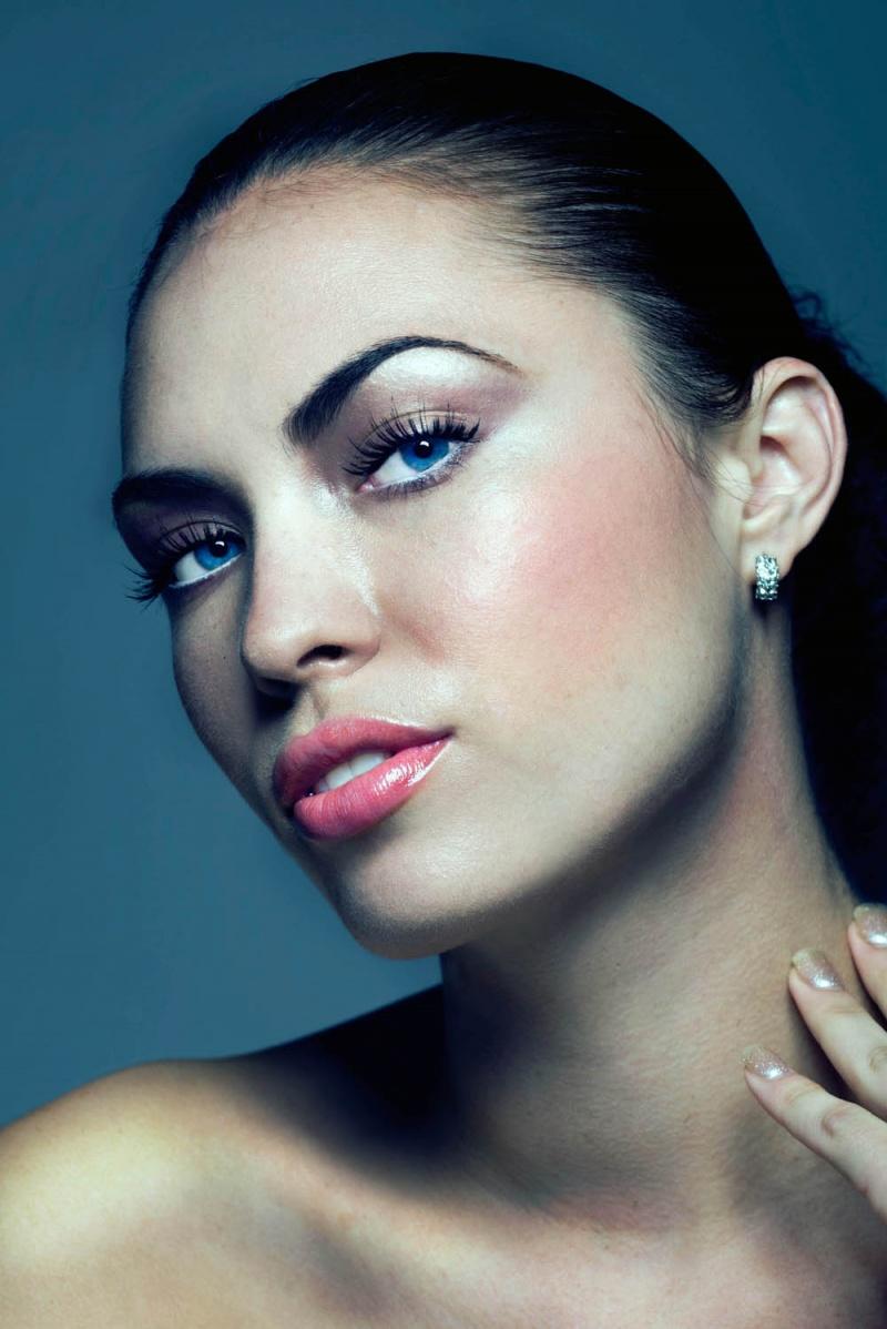 http://photos.modelmayhem.com/photos/120826/09/503a4dd93ce47.jpg