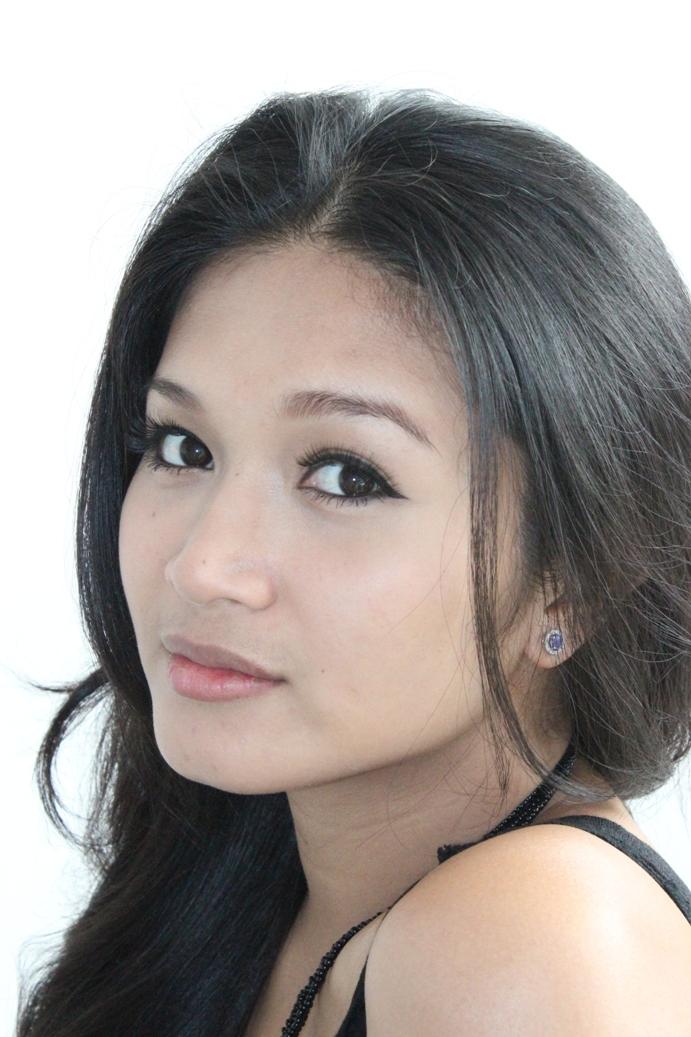 Female model photo shoot of Prattana Warn