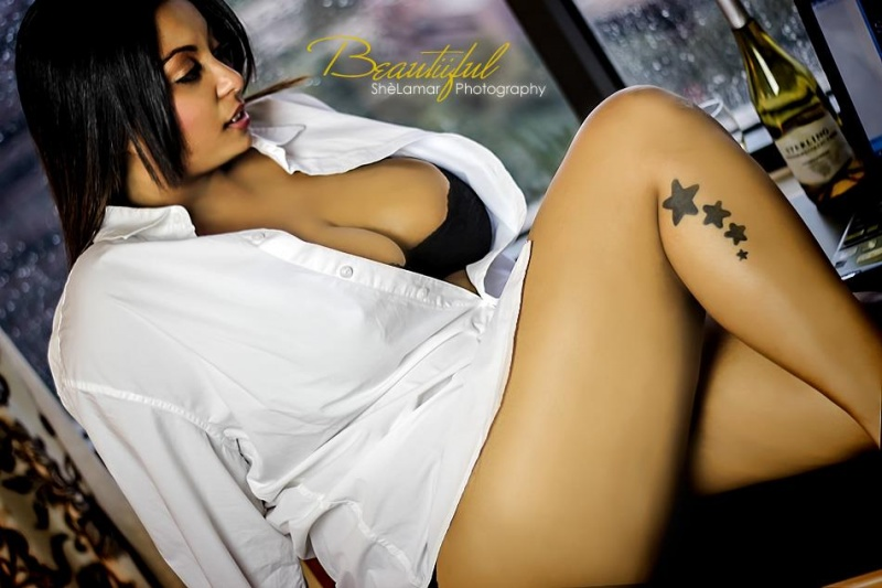 Female model photo shoot of xxBEAUTiiFULxx