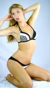 http://photos.modelmayhem.com/photos/120907/19/504aa6eb313bf_m.jpg