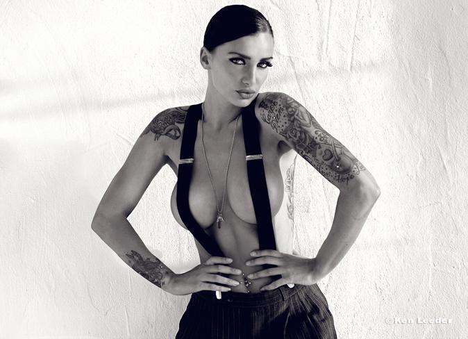 Female model photo shoot of Moness