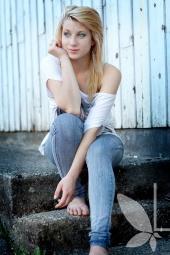 https://photos.modelmayhem.com/photos/120913/15/505263f5df8bd_m.jpg