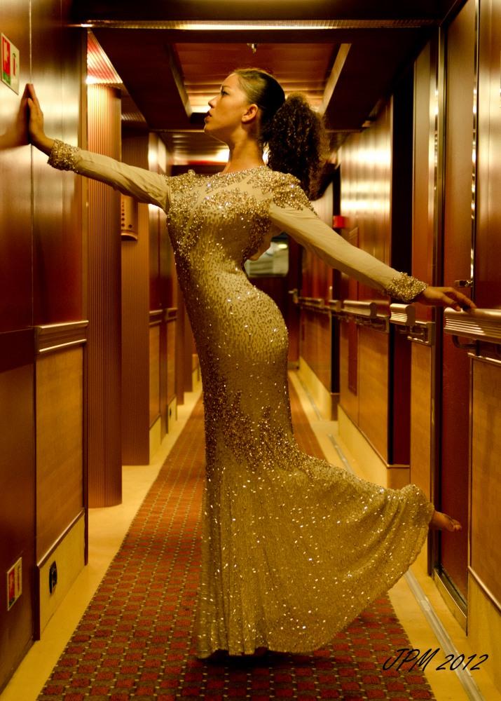 http://photos.modelmayhem.com/photos/120923/13/505f76bd94d91.jpg