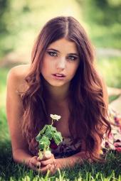 http://photos.modelmayhem.com/photos/120923/17/505fa61b0ff3e_m.jpg