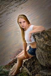 http://photos.modelmayhem.com/photos/120923/19/505fc8b75defc_m.jpg
