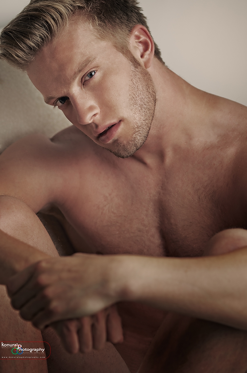 Male model photo shoot of Pedrito by Model voor 1 dag