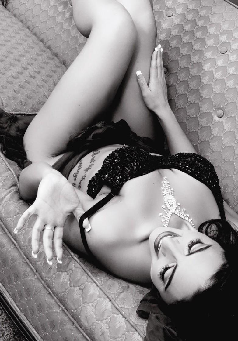 Female model photo shoot of Sassy Italiano  in Philadelphia