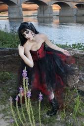 http://photos.modelmayhem.com/photos/121004/10/506dc56eafe2a_m.jpg