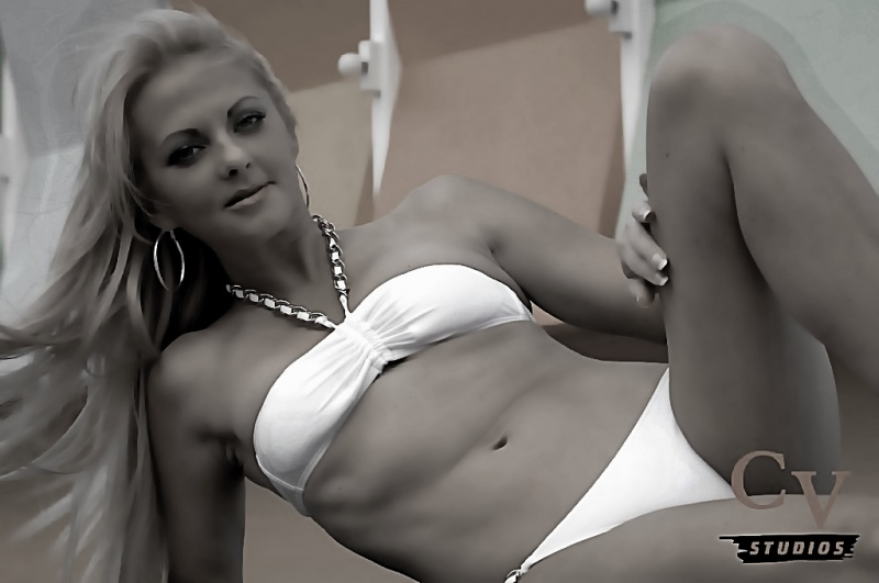 http://photos.modelmayhem.com/photos/121006/13/507095e29fdff.jpg