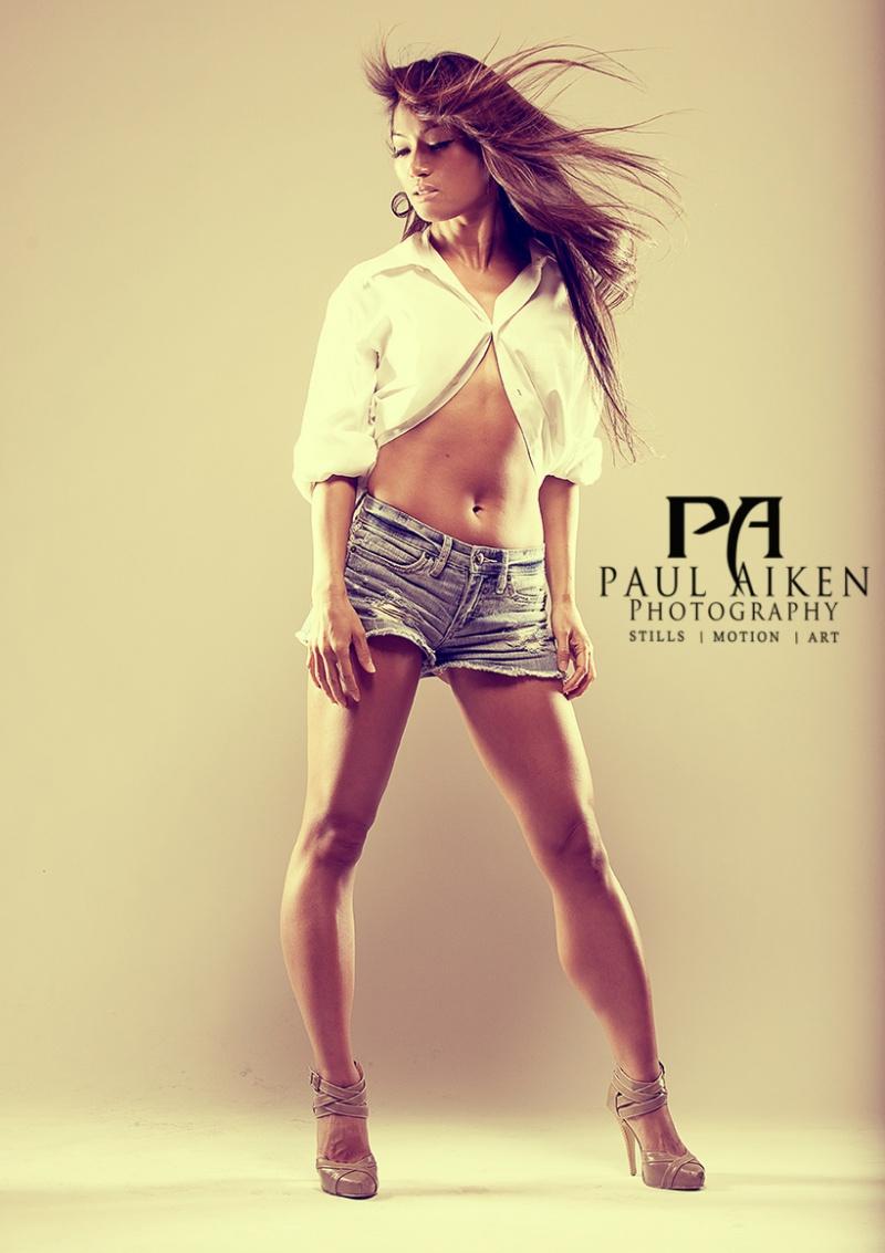 Dubai Oct 07, 2012 PaulAikenPhtography2012 Legs