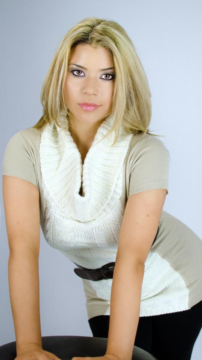 http://photos.modelmayhem.com/photos/121015/00/507bb8b73a999.jpg