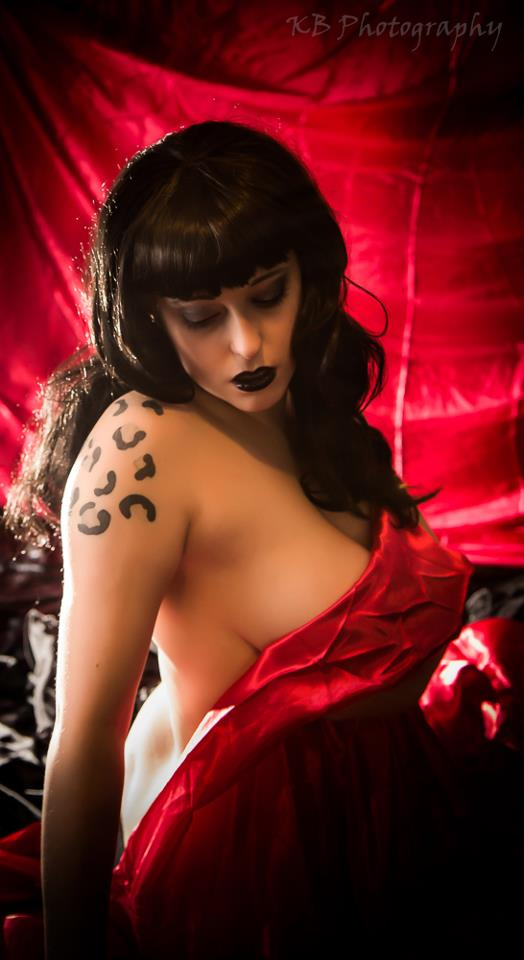 Female model photo shoot of Louu Gibbons