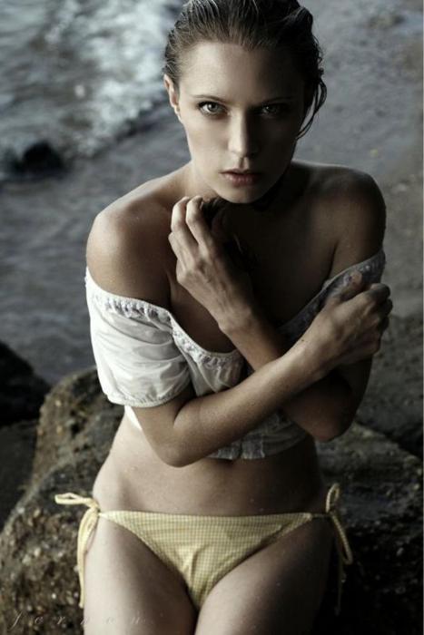 Female model photo shoot of Carolina D by Fernon