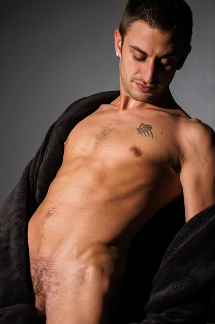 Male model photo shoot of Robert Bryant by elykedaw