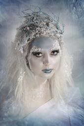 http://photos.modelmayhem.com/photos/121023/15/5087175074f3e_m.jpg