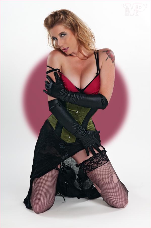 https://photos.modelmayhem.com/photos/121023/16/50872927b6756.jpg