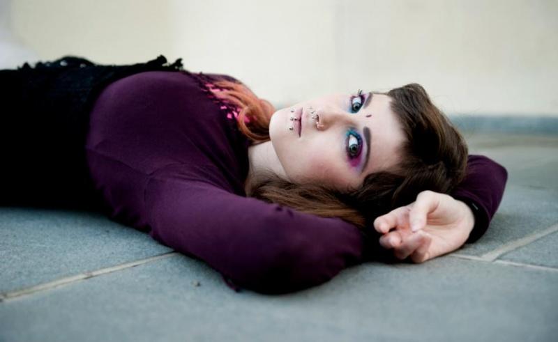http://photos.modelmayhem.com/photos/121024/13/5088558c05faf.jpg