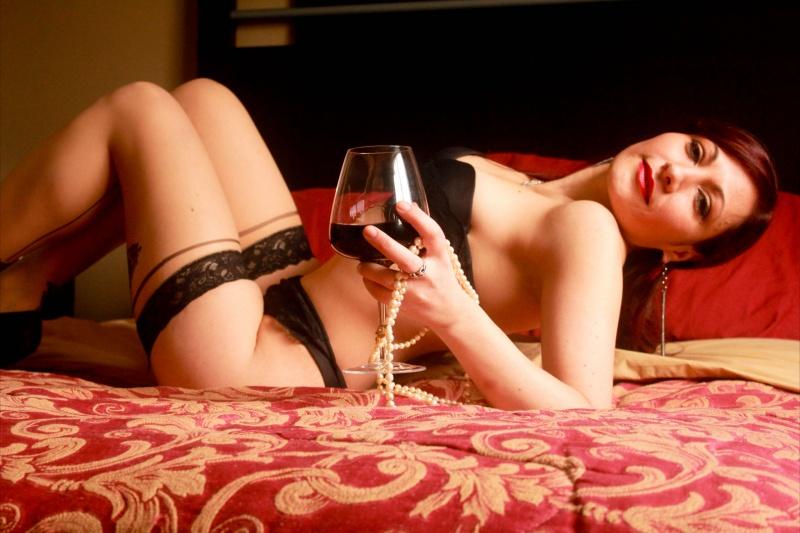 Female model photo shoot of Jay Chica