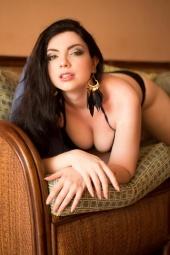http://photos.modelmayhem.com/photos/121105/11/5098171417985_m.jpg