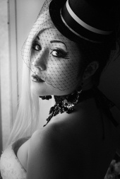 https://photos.modelmayhem.com/photos/121106/23/509a11dade0a1_m.jpg