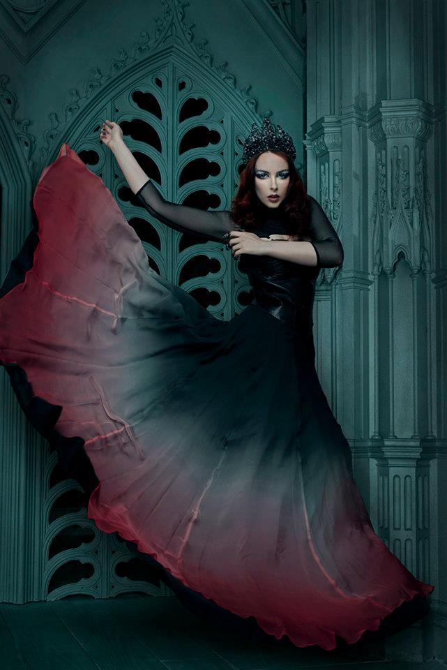 Nov 11, 2012 Sing Lo Evil Queen / Clothes by Afira