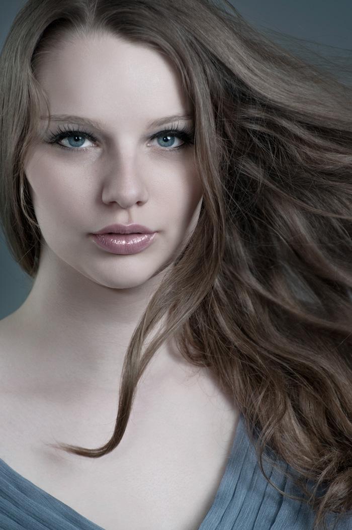 http://photos.modelmayhem.com/photos/121112/12/50a155e0c3406.jpg