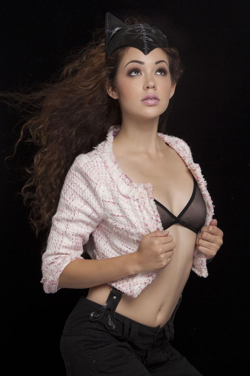 http://photos.modelmayhem.com/photos/121112/20/50a1ca4bb620c.jpg