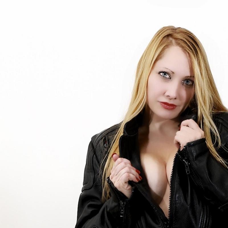 Female model photo shoot of AmberLeeW by Birch Imaging in Rochester NY
