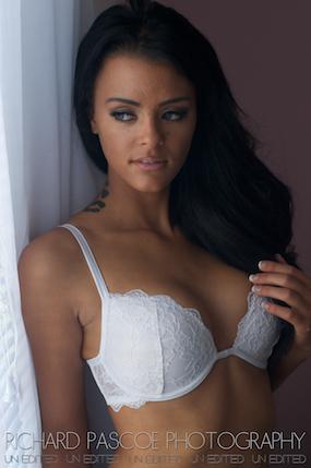 Female model photo shoot of roxy160