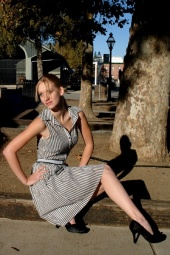 http://photos.modelmayhem.com/photos/121114/19/50a466fd23051_m.jpg