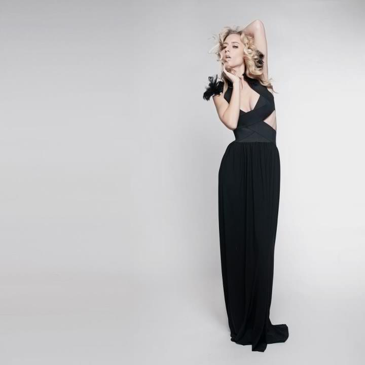 Female model photo shoot of Deme Stylez